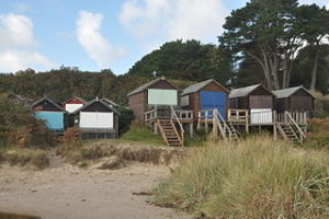 Beach_huts_on_Studland_Beach_(2515)